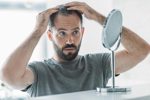 نخستین علائم ریزش مو و نحوه پیشگیری از آن