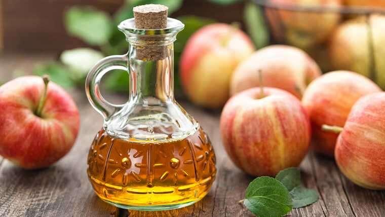 سرکه سیب به صاف شدن طبیعی مو کمک می کند