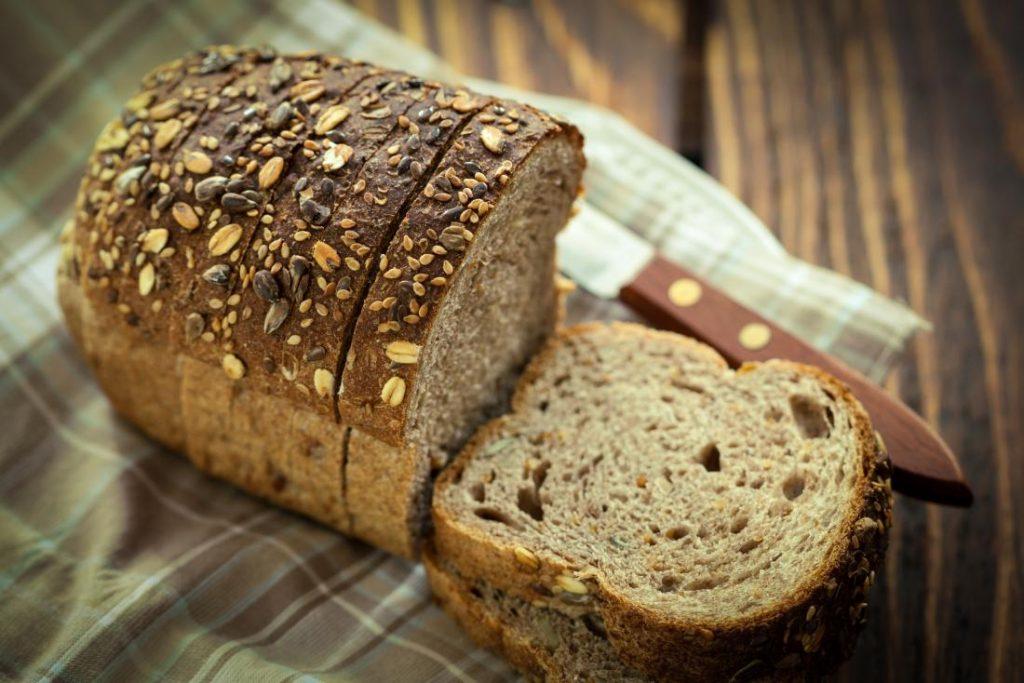 برای سلامت پوست از نان گندم کامل استفاده کنید
