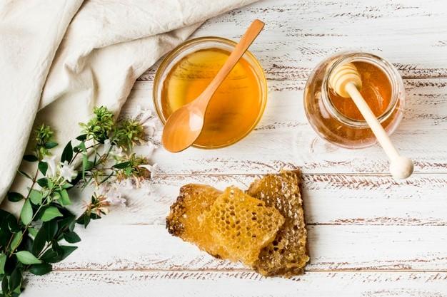 تبخال و اگزما پوستی را با عسل طبیعی درمان کنید
